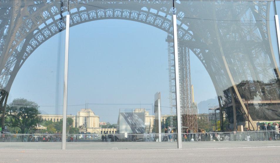 Bulletproof Glass Wall @ Eiffel Tower