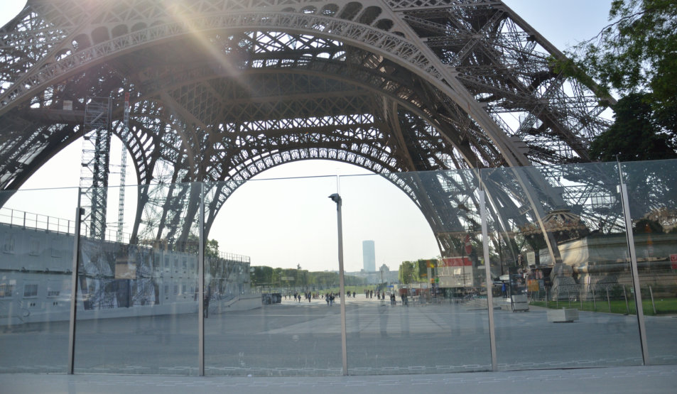 Bulletproof Glass Wall with recessed plinths @ Eiffel Tower